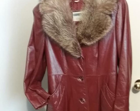 Mid-Century Modern 1970's Brown Leather Coat, Fur Collar