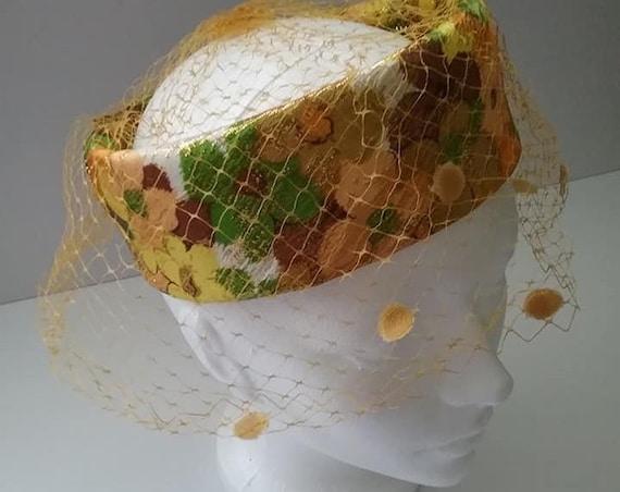 Vintage Halo Pillbox Hat, Vintage Halo Pillbox with Netting, Retro Jackie Style Pillbox Hat, Vintage Floral Halo Pillbox Hat with Netting