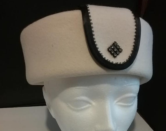 Vintage 1960's Pillbox Hat, Cream Colored Felt