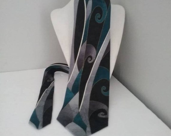 Men's Silk Tie by Club International, Made in Canada, Geometric Pattern