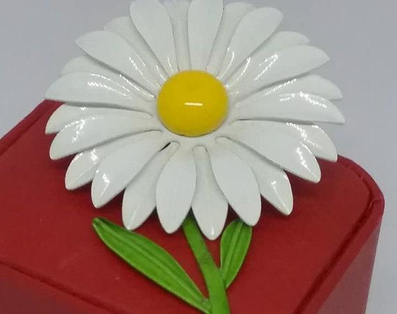 Vintage White Enamel Daisy Brooch, Retro White Daisy Brooch, Retro Daisy Brooch, Retro Daisy Pin, Flower power Brooch, Retro 70s Daisy pin