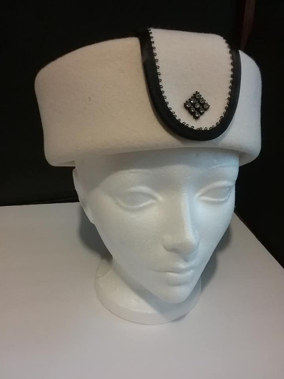 Vintage 1960's Pillbox Hat, Cream Colored Felt