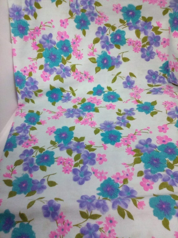 Bright Floral Cotton Fabric, Light Cotton Floral Material, Vintage-Inspired Floral Fabric