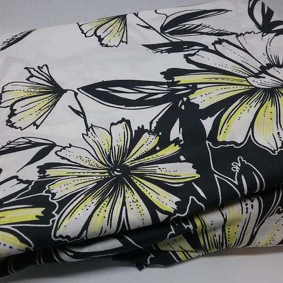 Retro Daisy Printed Material, Polly/cotton Fabric, Black, White, Yellow