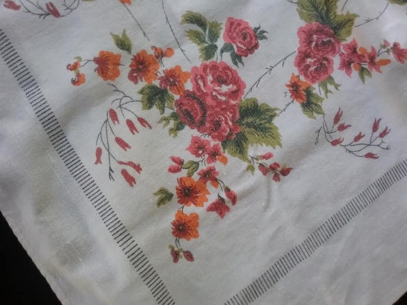 Vintages Roses Tablecloth,