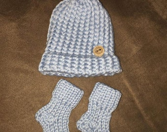 Baby cap and socks set