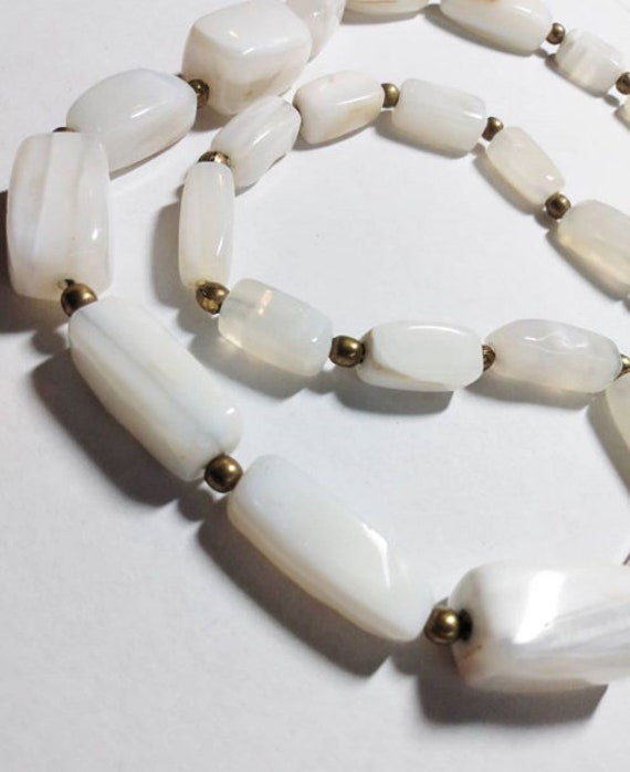 1960s Smooth white marbled stone bead necklace