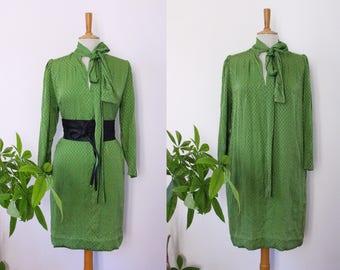 Dress tunic TORRENTE Paris, Apple green, shimmering, long sleeves, vintage neck tie, Ascot, MIDI, Fr 42, Uk 14 US 10