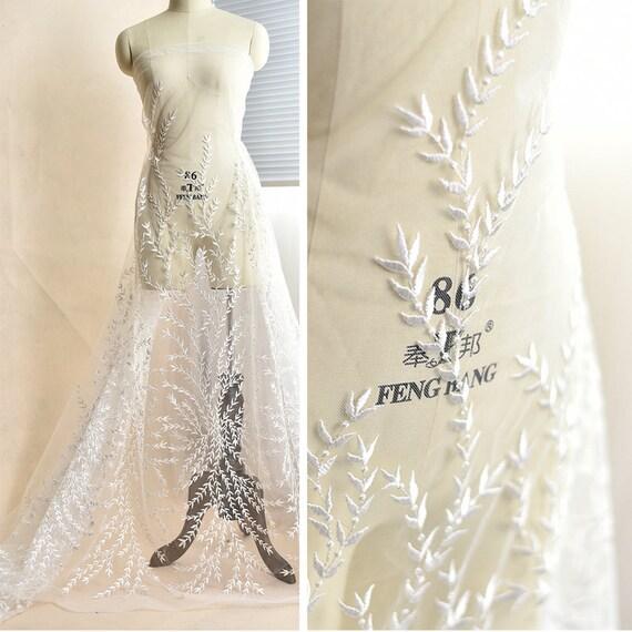 5c21ba0f8fe53 Tissu des dentelle blanc cassé brodé avec des Tissu Branches et  feuilles dentelle mariage robe ...