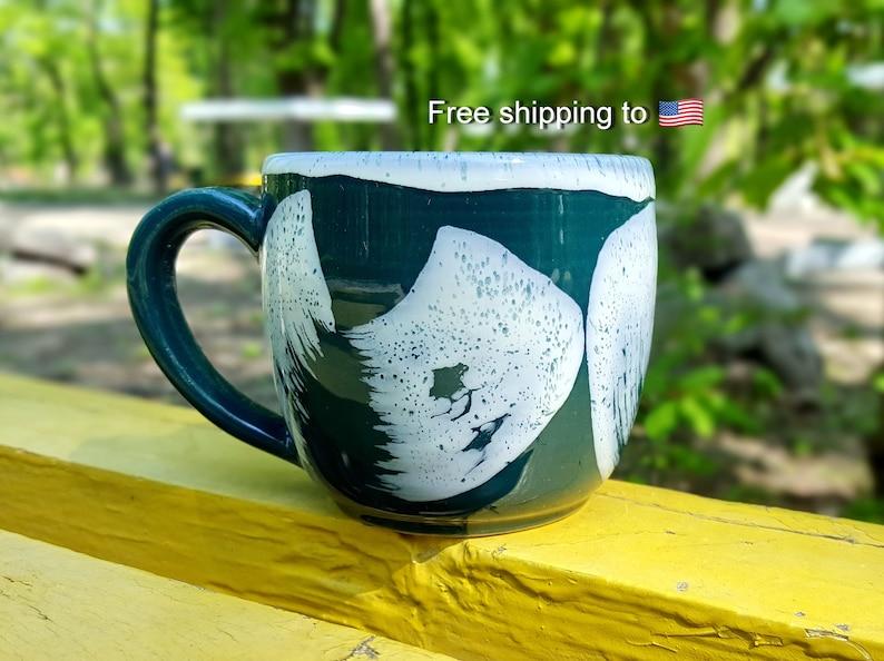 Une Verte Café Tasse À Unique Mugs De Rustique Fait La Peints Poterie Céramique En iuTZXOkP