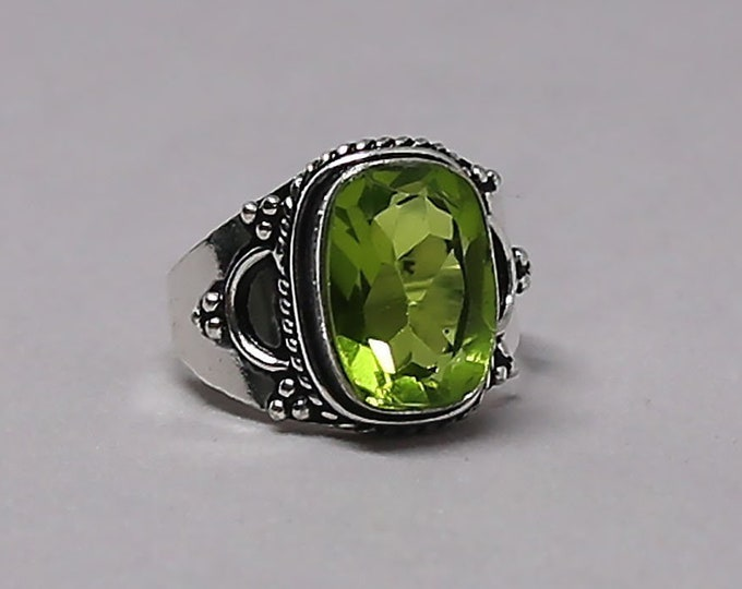 Faceted Peridot Gemstone 925 Sterling Silver Ring Size 8 1/2 inch