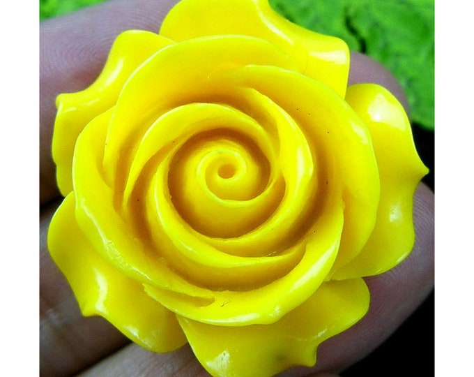 Yellow Carved Flower Clam Pendant Focal Bead 33x15mm D12118