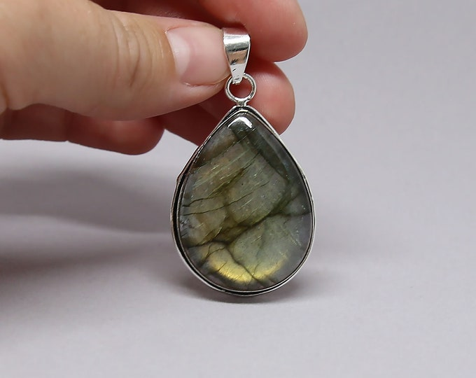 Natural Labradorite Gemstone .925 Solid Sterling Silver Pendant
