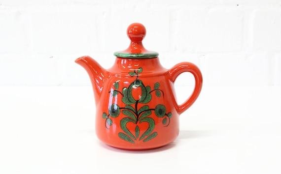 """rote vintage Kaffeekanne mit grünen Details von Villeroy & Boch """"Piroschka"""" Keramik"""