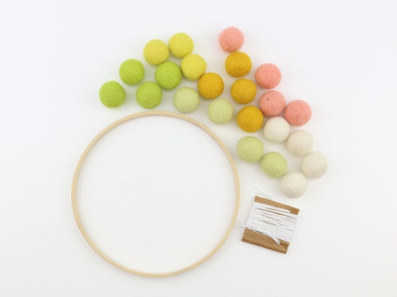 DIY Set Felt Ball Wreath 21cm Easter Decoration Ring with Felt Balls Door Wreath Yourself Craft DIY Craft Kit Employment for Kids and Parents