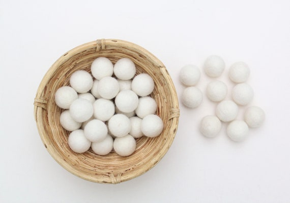 Cream-white felt balls for crafting #41 felt balls decoration pom poms verse. Colors Felt Balls Garlands Decoration