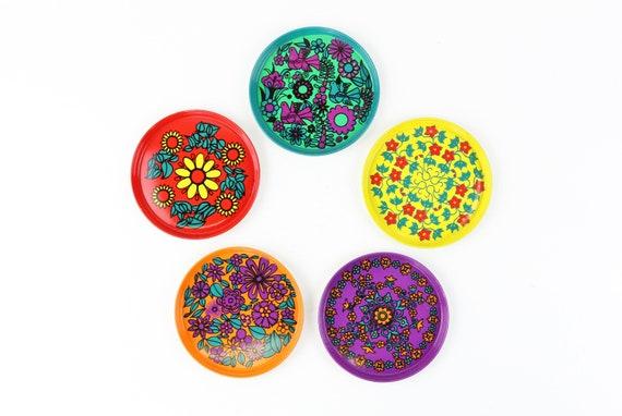 5 colorful vintage undersetters made of enamel in a set with retro pattern, retro coaster set of 5