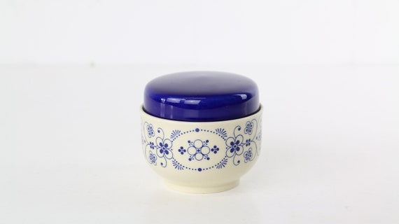 70 years old DDR vintage sugar can with lid jewelry box made of half porcelain with blue retro floral motif Annaburg SIntolan