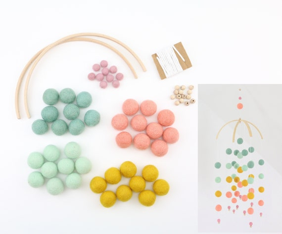 "DIY Set create your own: customizable mobilé ""color gradient"" felt balls (2.5 cm + 1 cm) ombre gift for birth pastel rainbow"