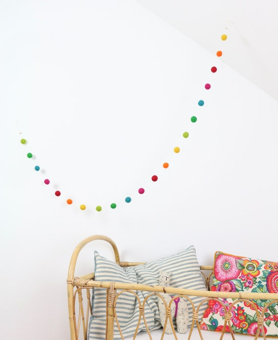 create your own: Garland made of felt balls (2.5 cm) 1.00 m - 1.60 m length Pom Pom Garland Baby Room Decoration Nursery Nursery Wall Decoration garland