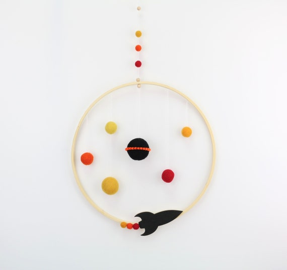 Planetary mobilé made of felt balls with small rocket wooden ring 30 cm - Decoration for's nursery solar system stars colorful wallhanging wallart