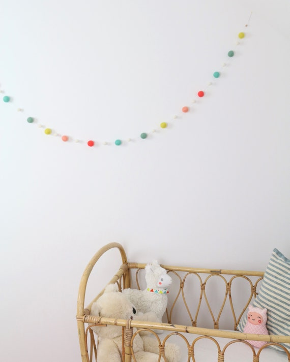create your own: Garland made of felt balls (2.5 cm + 1 cm) 1.00 m - 1.60 m length Pom Pom Garland Baby Room Decoration Nursery Wall Decoration