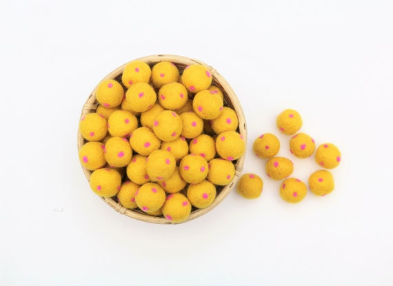 Sun Yellow / Pink Polka Dot Felt Balls for Crafting Felt Balls with Dots Decoration Pom Poms Felt Balls Garlands Decoration Colorful