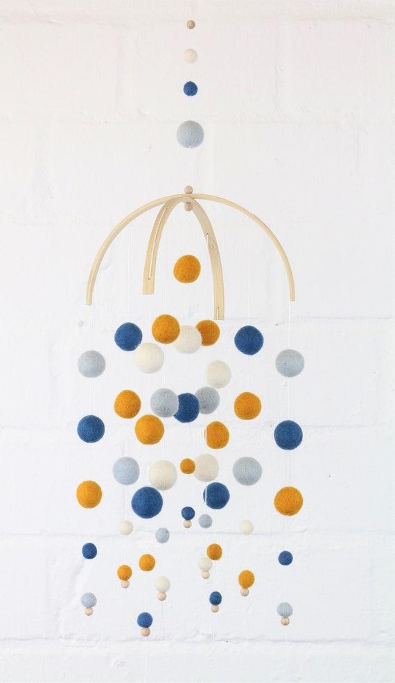 "kugeliges Mobilé ""Kunterbuntes Kinderglück"" hanging decoration Wolle baby Mobilé Kinderzimmer Dekoration individualisierbar bunte Farben"