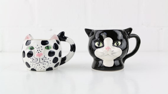 Set aus zwei handbemalten Katzentassen, vintage set of 2 trendy cat mugs handpainted German pottery cat head