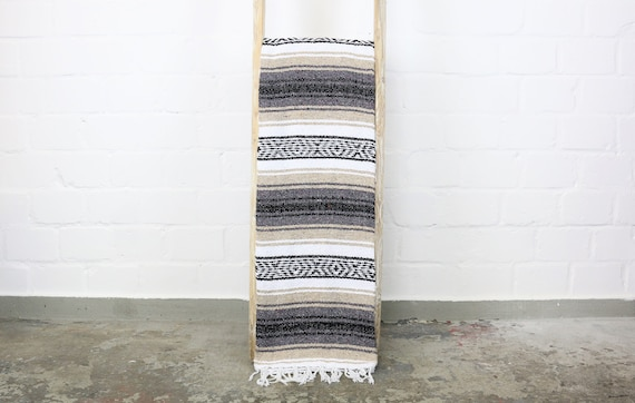 "große traditionell gewebte Decke aus Mexiko 180 x 130 cm beige ""Falsa"" Stranddecke Jogadecke Picknickdecke Navajo blanket mexican blanket"