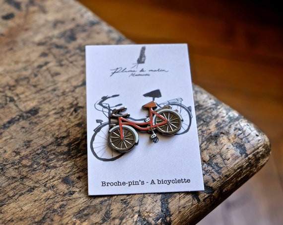 """Pin badges """"A bicycle - red"""""""