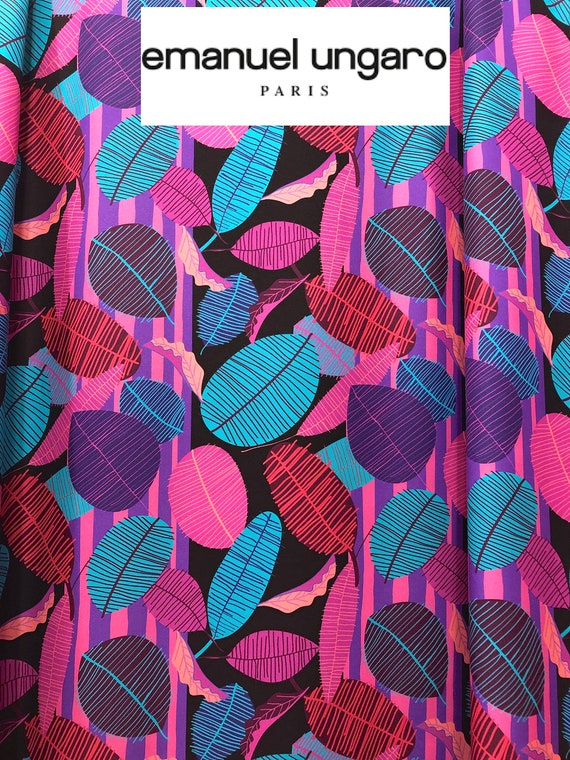 ITALIAN LARGE FLORAL JACQUARD-PINK-DRESS FABRIC-FREE P/&P