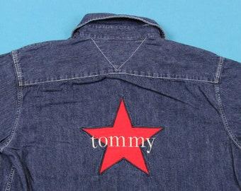 90 s TOMMY HILFIGER chemise Vintage ~ femmes 14     brodé, étoile, Patch,  drapeau, Denim, Jean, Long Manche, des années 1990, bouton, Oxford db57dede752c