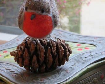 Rouge gorge; Oiseaux en laine feutrée.