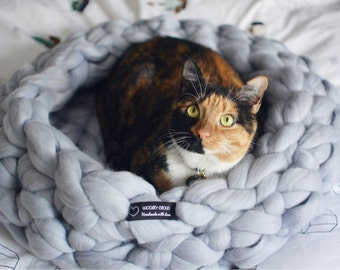Chunky knit PET BED,Chunky knit cat bed,  dog bed, Pet bedding, Handmade in the USA, 100% merino wool . 1-3 days shipping.