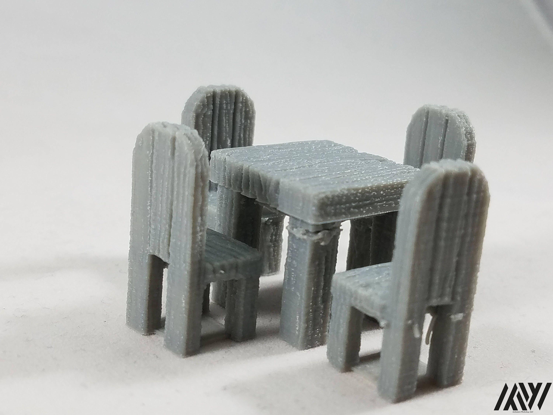 Tavolo quadrato con 4 sedie mobili in miniatura per il for Sedie in regalo