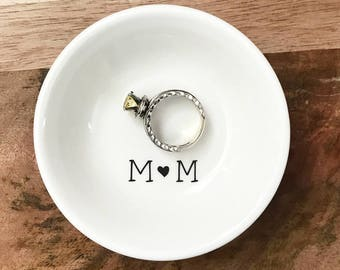 Personalized Engagement / Wedding Ring Dish with Initials Simplistic, Engagement Gift, Wedding Gift