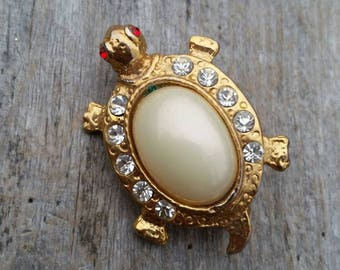 Rhinestone and Pearly Cabochon Turtle Brooch