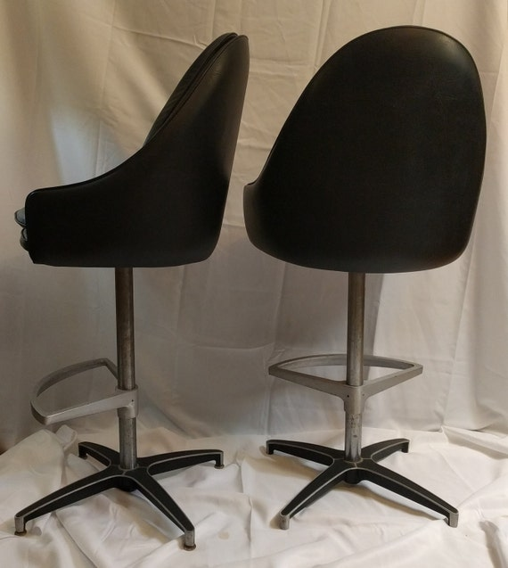 Incredible Pair Of Vintage Mid Century Modern Swivel Bar Stools By Cal Style Mcm Dailytribune Chair Design For Home Dailytribuneorg
