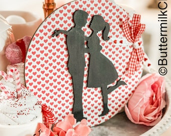 Kissing Couple Valentines Day Sign I Round Sign   Wood  Sign   Tiered Tray Signs   Round Sign