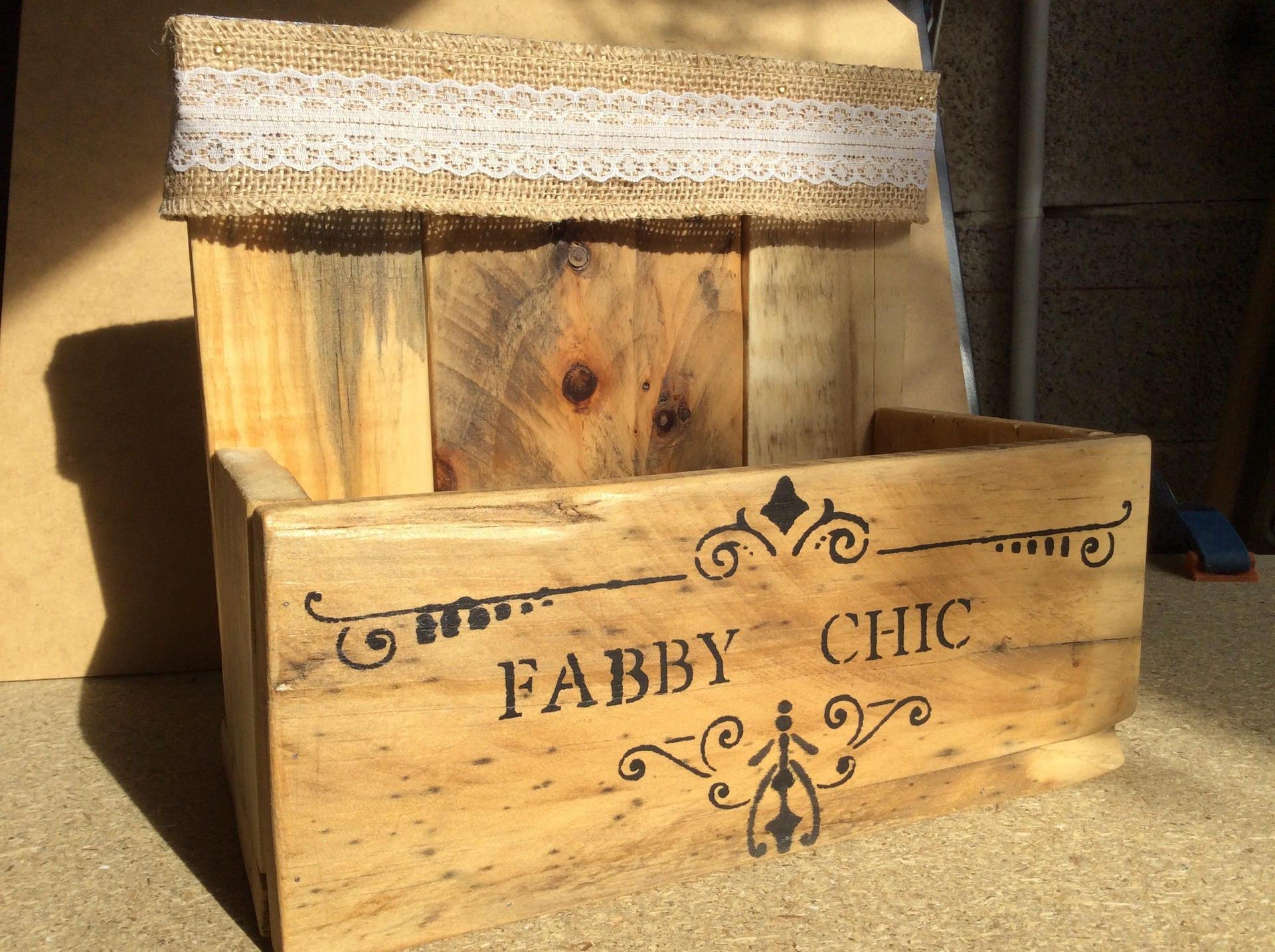 petite caisse ou vide poche en bois naturel etsy. Black Bedroom Furniture Sets. Home Design Ideas