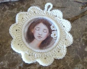 Ecru crochet, with picture frame sleeping girl / dream / sweetness / shabby
