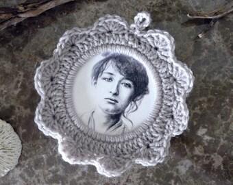 Camille Claudel / gray crochet setting