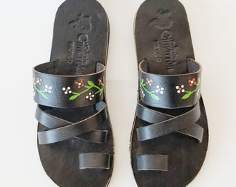 7cfae3b10c8a Black with flowers Women s Handmade Mexican Leather Sandal Huaraches Black  and beige CZ12bk flwrs2