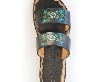 827fc6de8b10 Women s Black with flowers double strap Handmade Mexican Leather Sandal  Huaraches Type