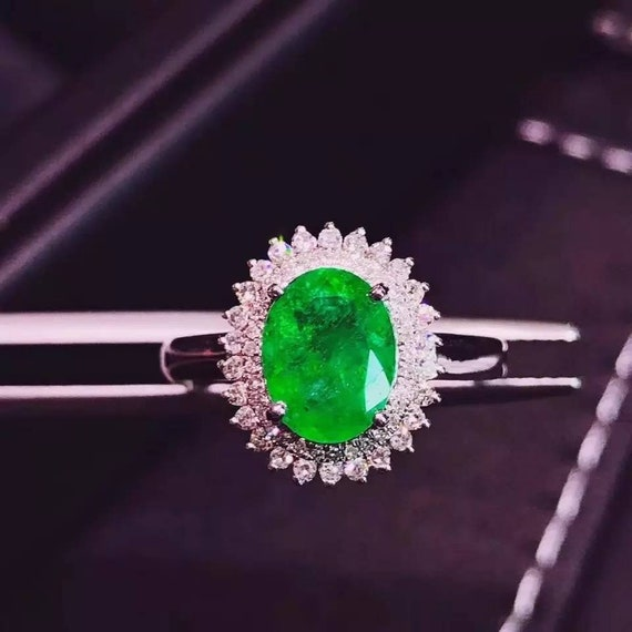 Vintage Colombian green emerald and diamond white