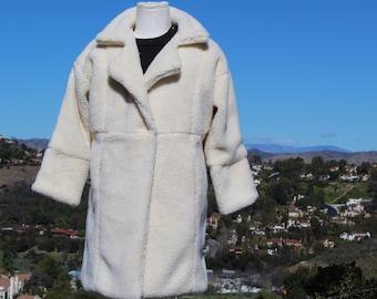 Vegan White Shearling Coat (Vintage / 80s)