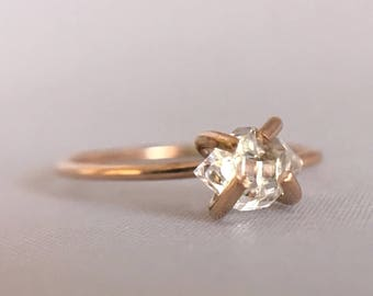 Herkimer Ring. Claw Ring. Rough Quartz Ring. Raw Crystal Ring. 14k Gold Filled or Sterling Silver. Raw Cristal. Dainty Boho Ring.