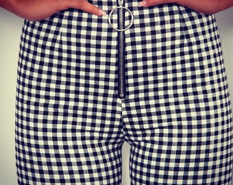 Complete trousers and checkered top