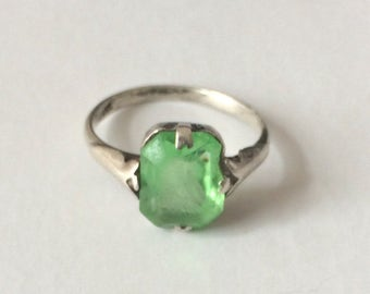 Vintage 1920's  Light Green Sterling Silver Art Deco Dainty Paste Ring Size K
